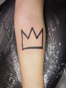 バスキアのマークのタトゥー