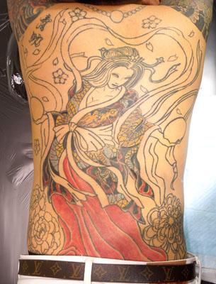 玉を持つ天女の刺青