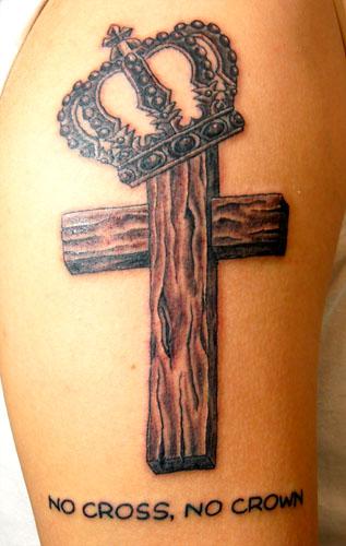 cross & crownのタトゥー