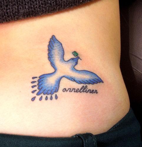 幸せの青い鳥のタトゥー