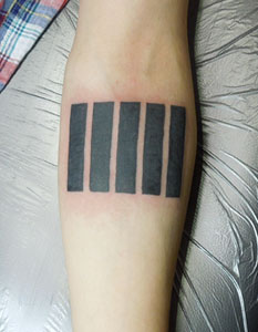 五本線のタトゥー