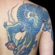 仮面の青龍のタトゥー